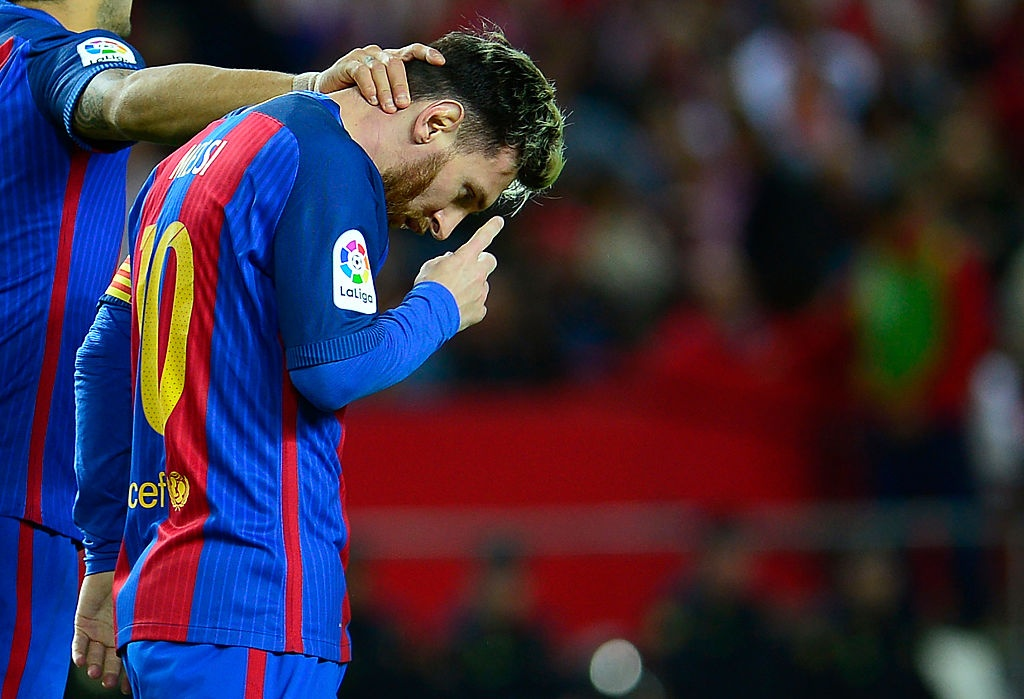 Messi va Suarez giup Barca thang nguoc Sevilla 2-1 hinh anh 5