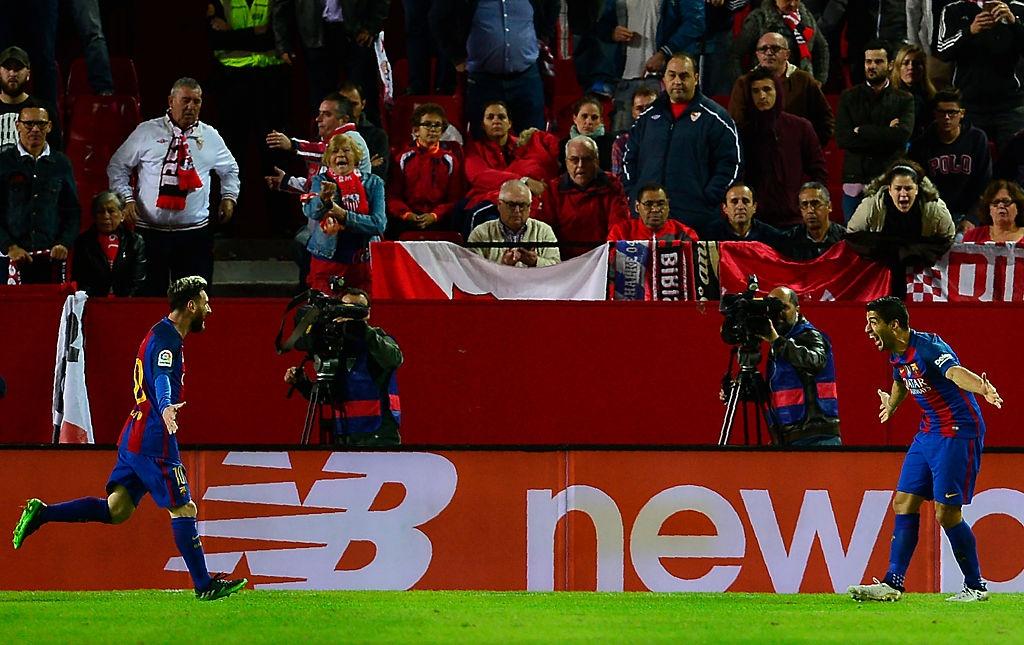 Messi va Suarez giup Barca thang nguoc Sevilla 2-1 hinh anh 9