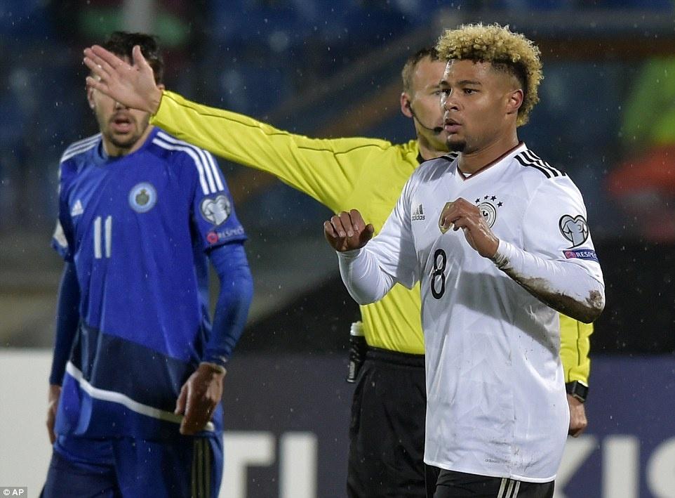 Thang San Marino 8-0, tuyen Duc xay chac ngoi dau hinh anh 6