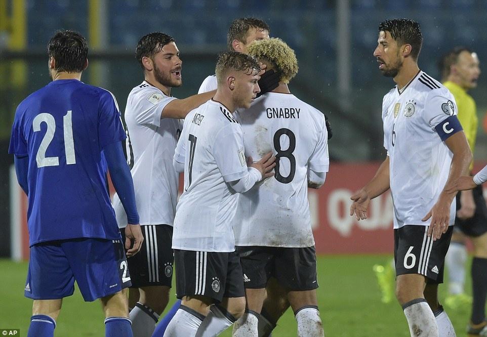 Thang San Marino 8-0, tuyen Duc xay chac ngoi dau hinh anh 9