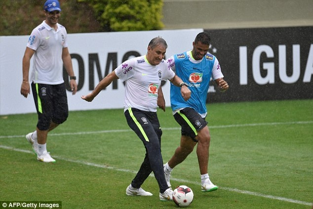 Neymar tro lai tap luyen sau khi sut tung luoi Argentina hinh anh 9