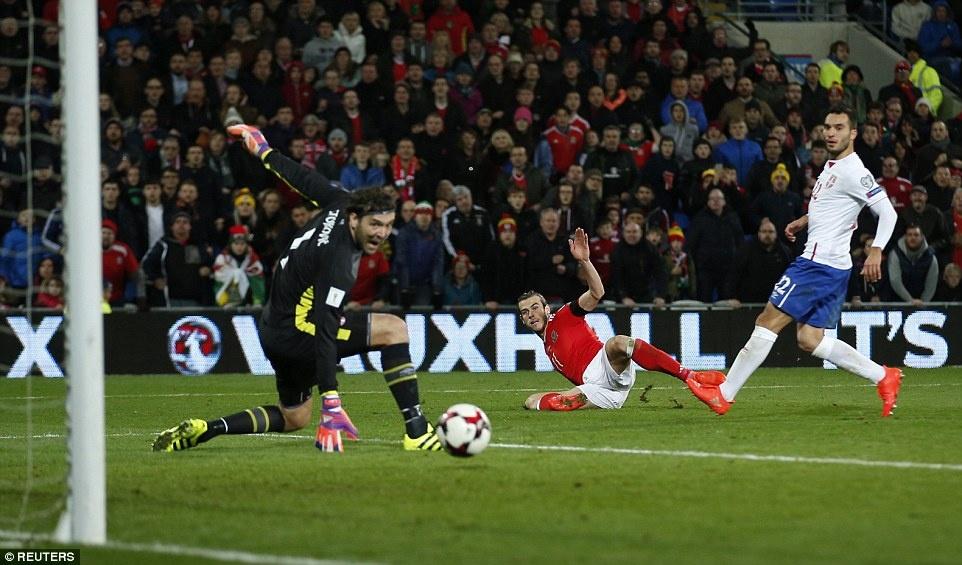 Bale ghi ban cho DT xu Wales anh 9