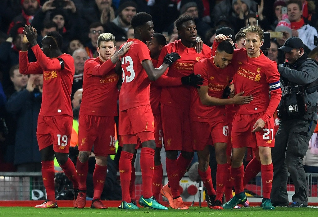 Liverpool vao ban ket League Cup anh 1