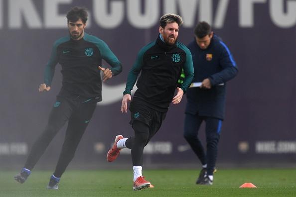Messi but toc de bam duoi Ronaldo o Champions League hinh anh 4