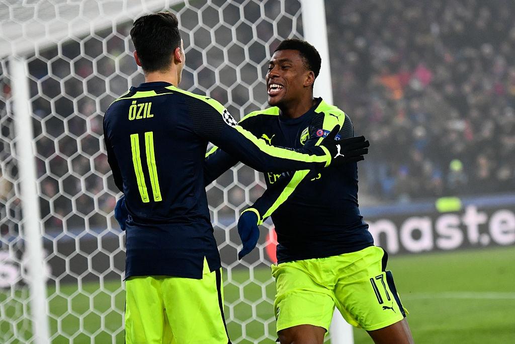 Thang tran cuoi 4-1, Arsenal dan dau bang o Champions League hinh anh 7