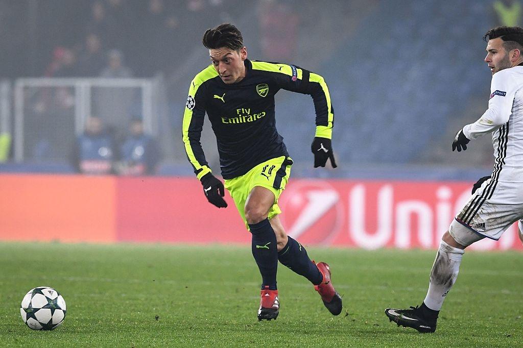 Thang tran cuoi 4-1, Arsenal dan dau bang o Champions League hinh anh 8