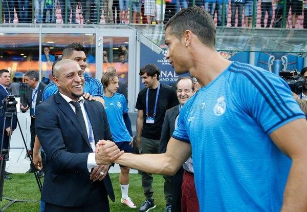 Nhung huyen thoai ung ho Ronaldo gianh Qua bong vang hinh anh 3