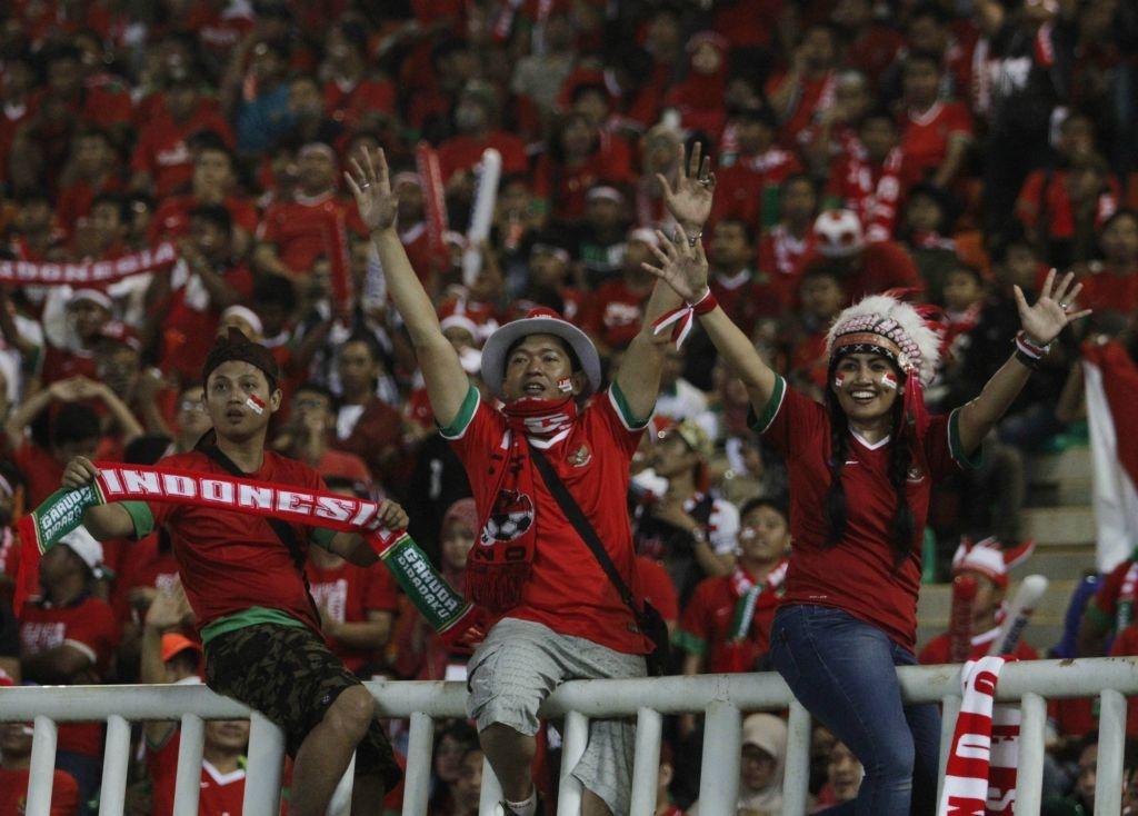 Fan Indonesia treo rao co vu doi nha anh 3