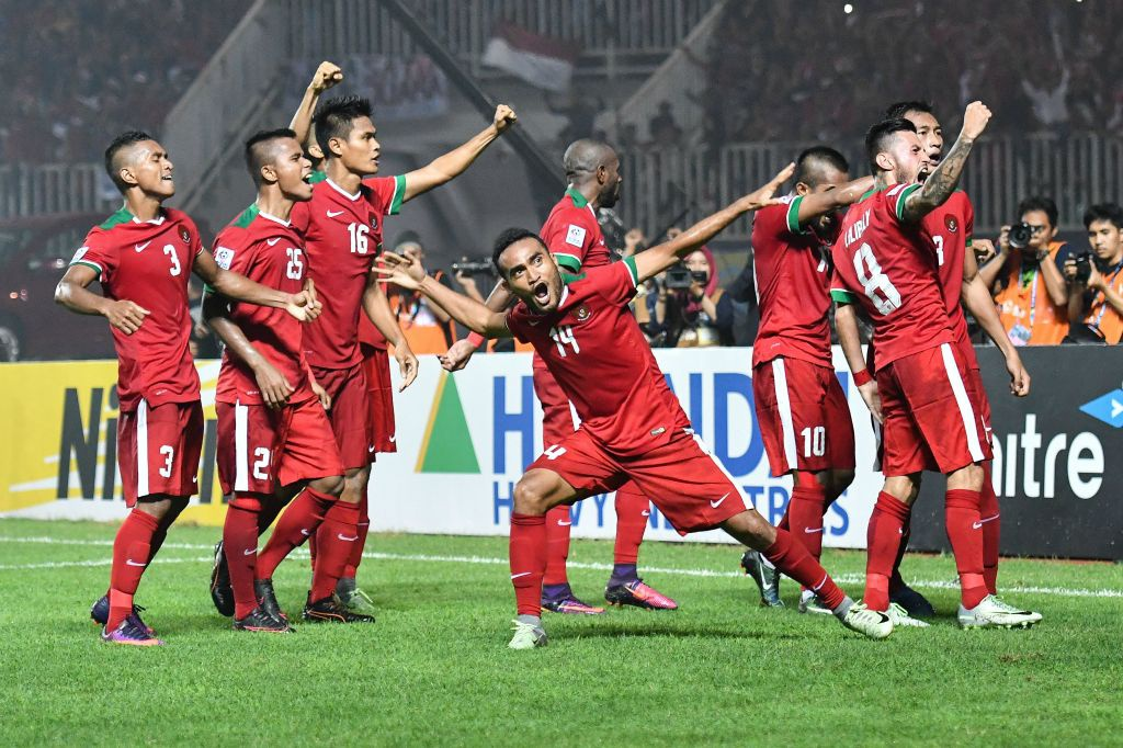 Fan Indonesia treo rao co vu doi nha anh 8