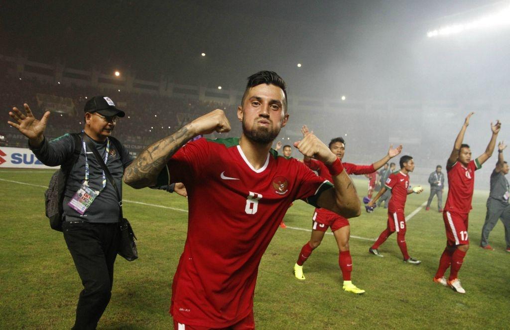 Fan Indonesia treo rao co vu doi nha anh 9