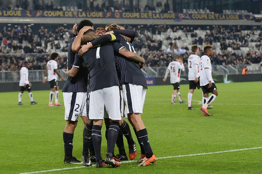 Balotelli sut penalty ghi ban, Nice van thua 2-3 hinh anh 1
