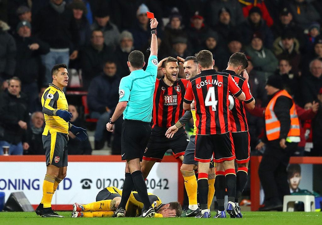 Bi dan 3 ban, Arsenal vat va hoa Bournemouth 3-3 hinh anh 9