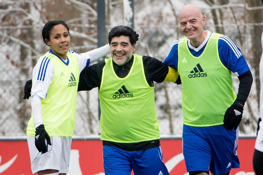 Diego Maradona hao hung du tran dau cua cac huyen thoai hinh anh 4