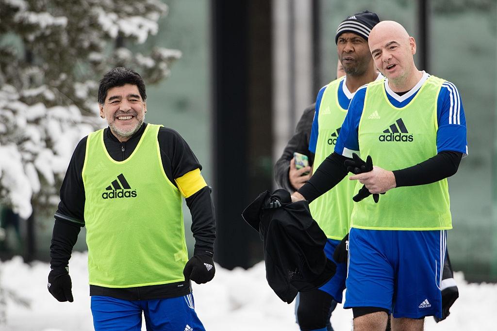 Diego Maradona hao hung du tran dau cua cac huyen thoai hinh anh 3