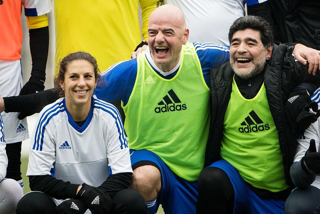 Diego Maradona hao hung du tran dau cua cac huyen thoai hinh anh 2