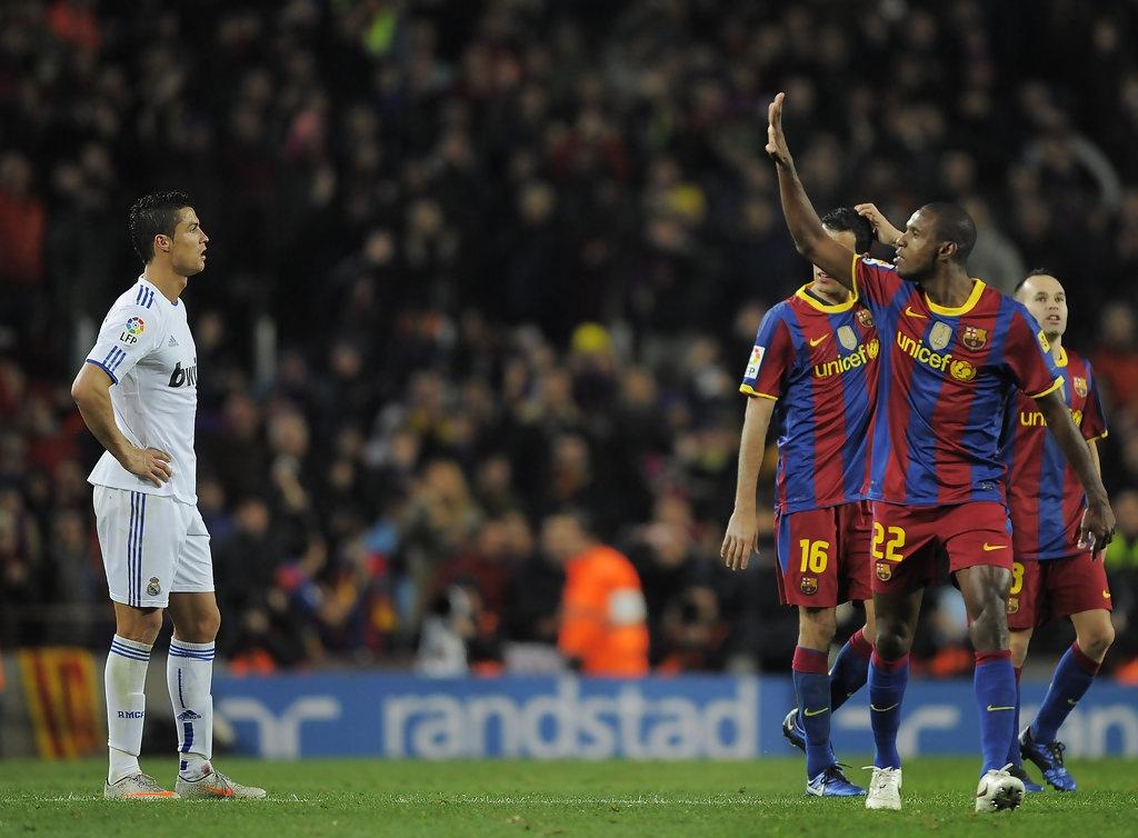 5 hau ve tung khien Ronaldo mat hut tren san hinh anh 4