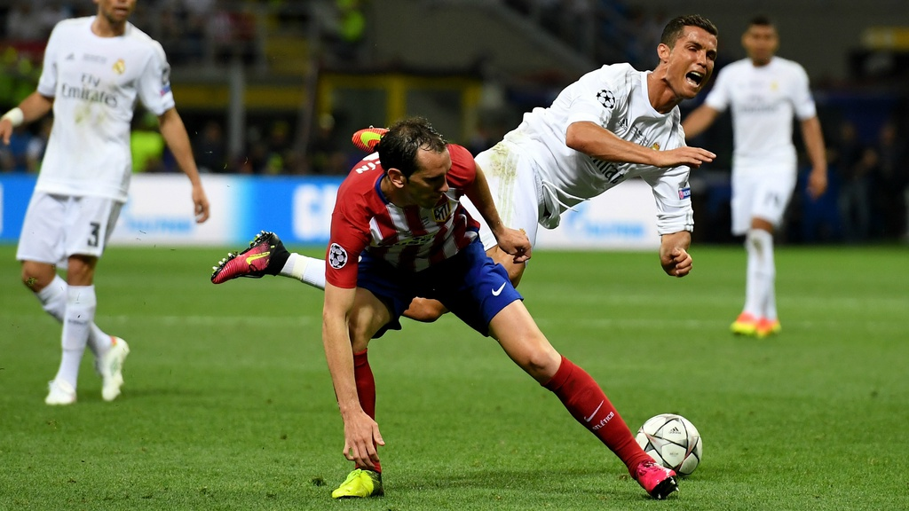 5 hau ve tung khien Ronaldo gap kho anh 1