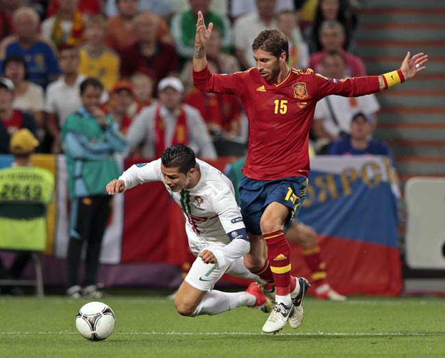 5 hau ve tung khien Ronaldo mat hut tren san hinh anh 5