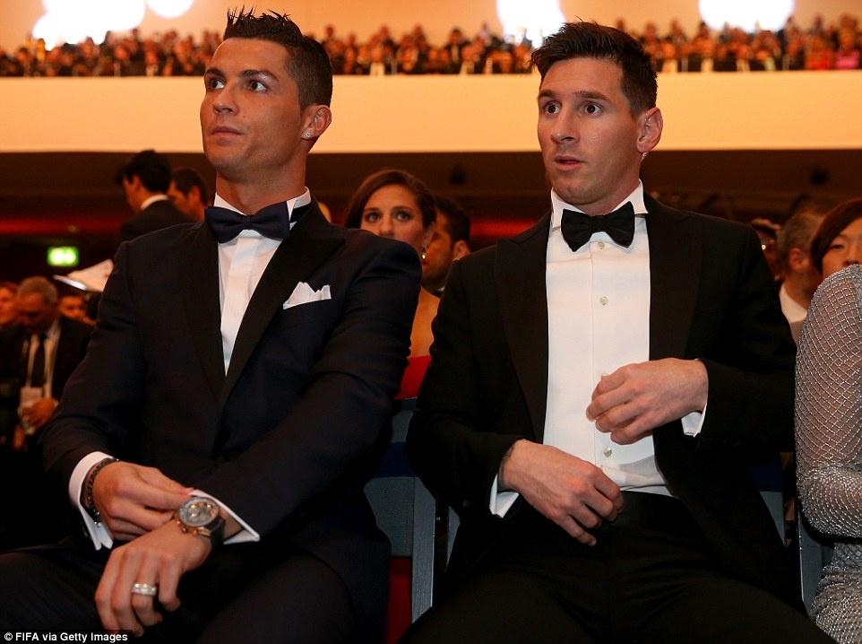 Nhung ky luc thach thuc Ronaldo va Messi truoc khi giai nghe hinh anh 4