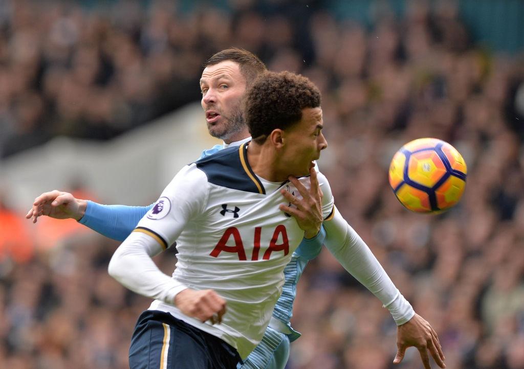 Harry Kane lap hat-trick dua Tottenham len vi tri thu 2 hinh anh 3