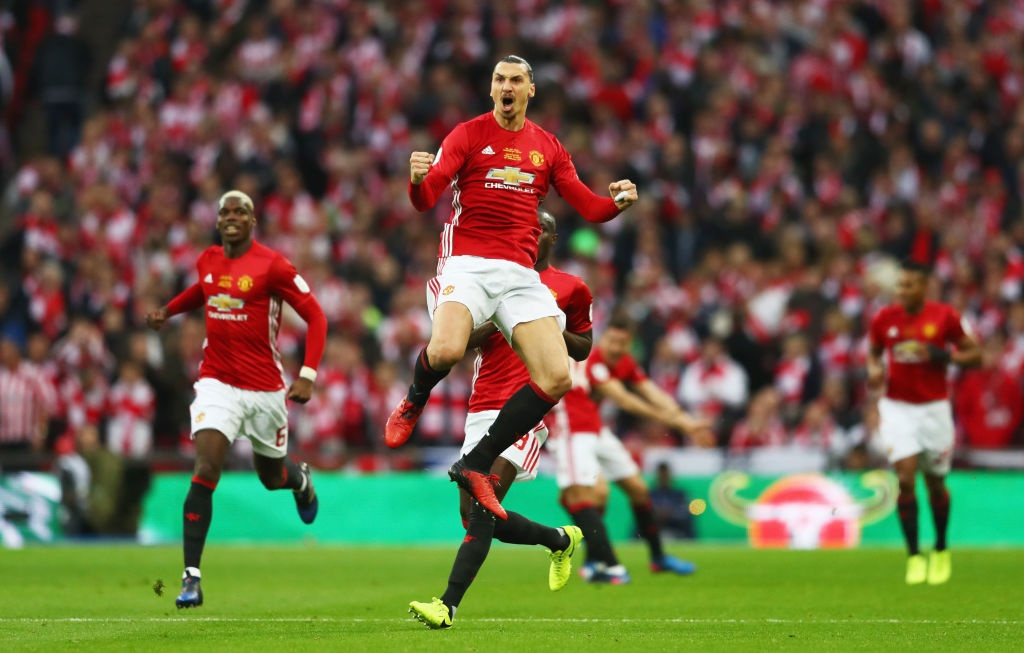 Ibrahimovic ghi cu dup, MU vo dich League Cup hinh anh 5
