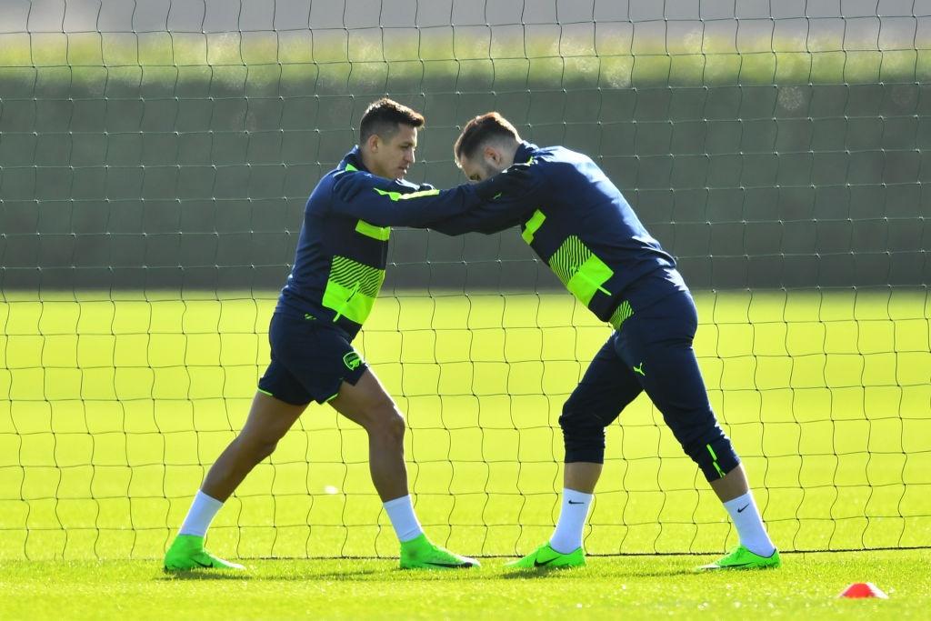 Sanchez bat tay cham dut mau thuan voi Wenger hinh anh 3