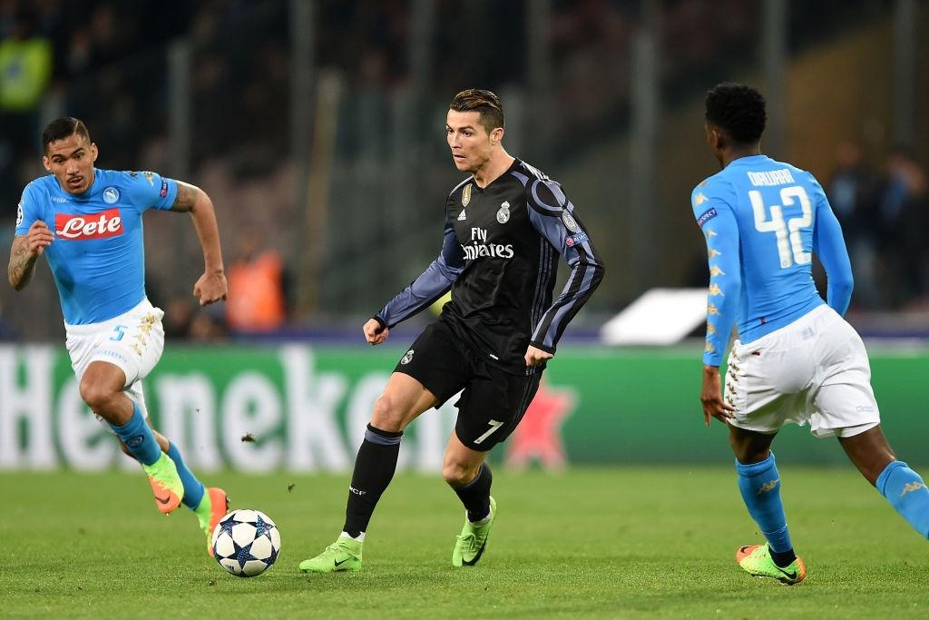 Ronaldo, Benzema va Bale im tieng, Real van thang Napoli hinh anh 2
