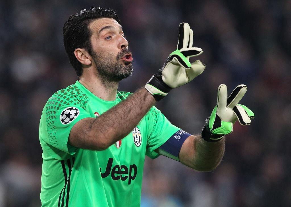 Buffon om an ui Casillas sau tran dau o Champions League hinh anh 7