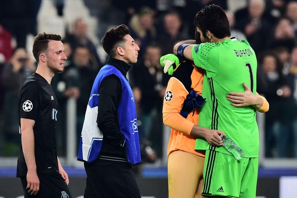 Buffon om an ui Casillas sau tran dau o Champions League hinh anh 2