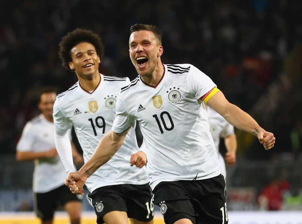 Giup tuyen Duc danh bai Anh, Podolski giai nghe hinh anh 5