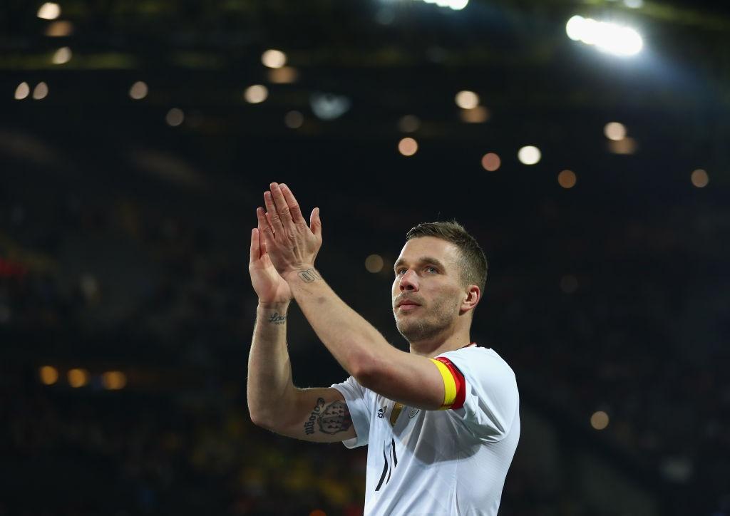 Giup tuyen Duc danh bai Anh, Podolski giai nghe hinh anh 7