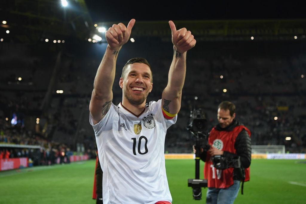 Giup tuyen Duc danh bai Anh, Podolski giai nghe hinh anh 4