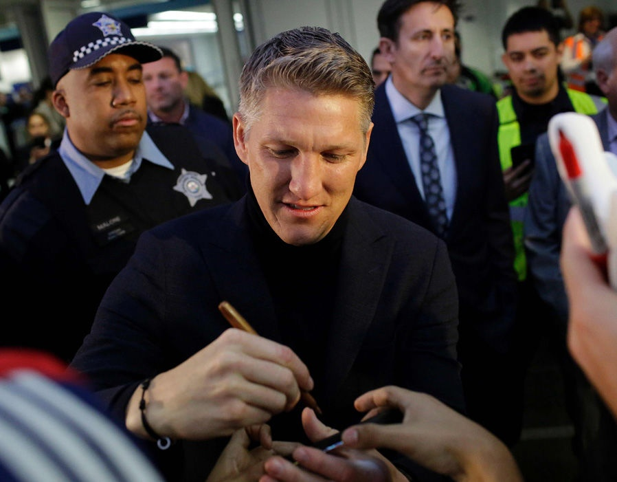 Schweinsteiger duoc chao don nhu nguoi hung anh 5