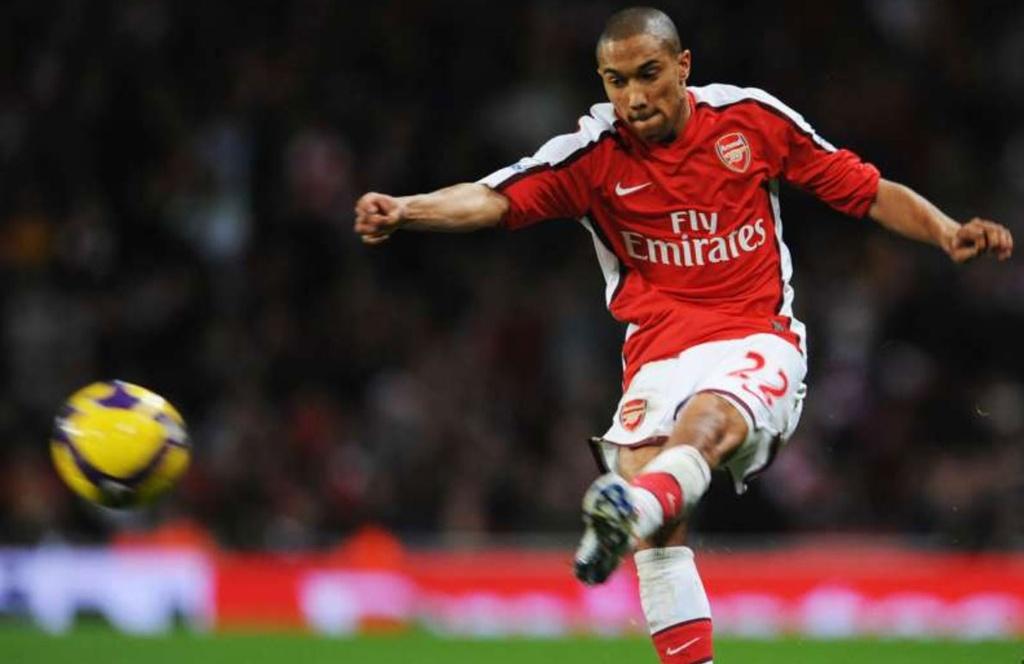 Nhung cau thu khoac ao Arsenal va Man City hinh anh 8