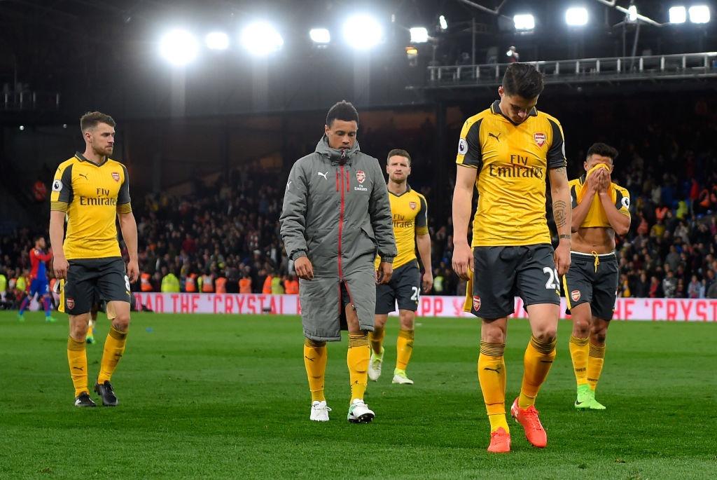 Co dong vien Arsenal tiep tuc keu goi Wenger ra di hinh anh 7