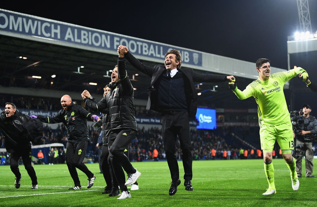Chelsea chi kem MU ve thanh tich vo dich Premier League hinh anh 3