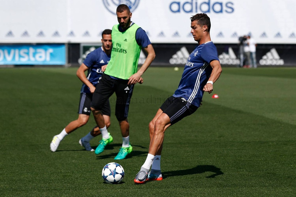 Zidane trieu tap cau thu cho chung ket Champions League hinh anh 2