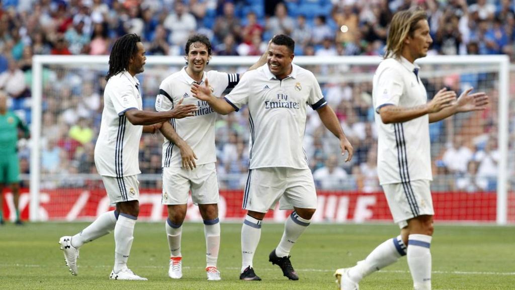 Ronaldo va Figo tai xuat, doi huyen thoai Real thang AS Roma 4-0 hinh anh 8
