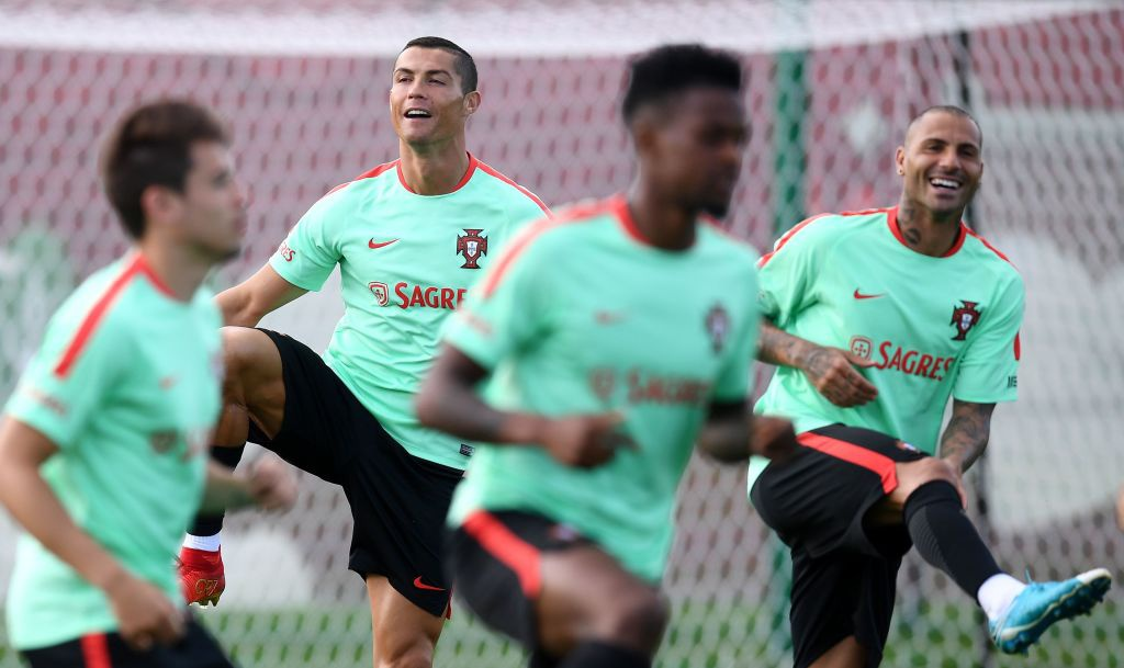 Ronaldo miet mai tap luyen truoc tran ra quan o Confeds Cup hinh anh 1