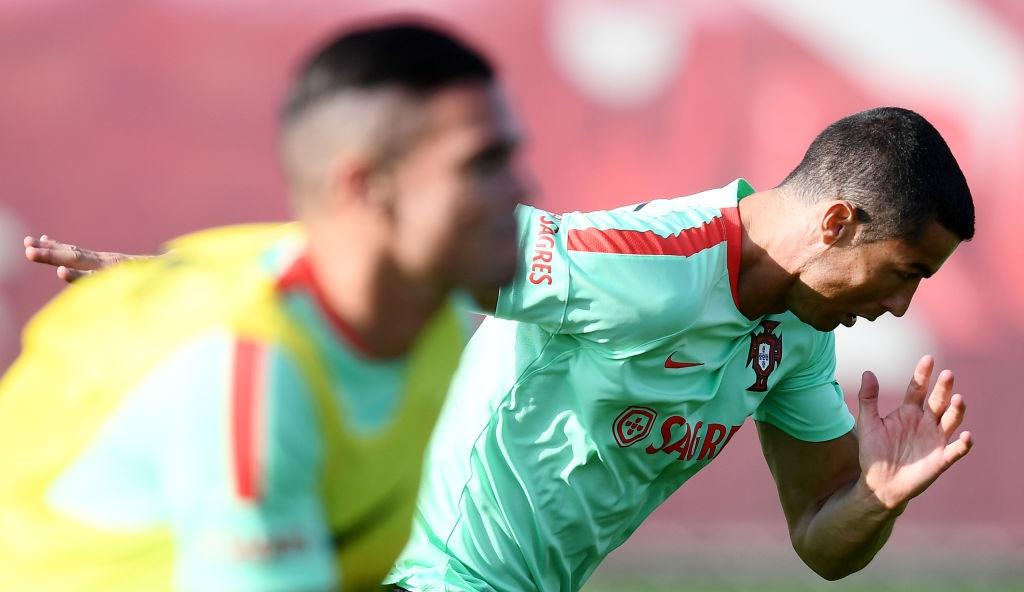 Ronaldo miet mai tap luyen truoc tran ra quan o Confeds Cup hinh anh 2
