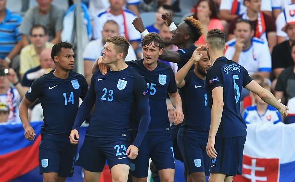 Tai nang tre Premier League giup U21 Anh len ngoi dau bang hinh anh 4