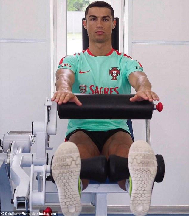 Ronaldo canh tranh danh hieu vua pha luoi Confeds Cup hinh anh 1