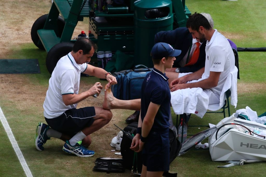 Roger Federer roi le khi lap ky luc vo dich Wimbledon hinh anh 9