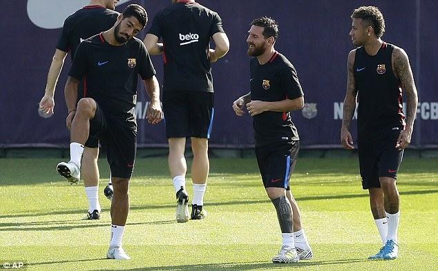 Messi tro lai tap luyen chuan bi cho tran doi no Juve hinh anh 2