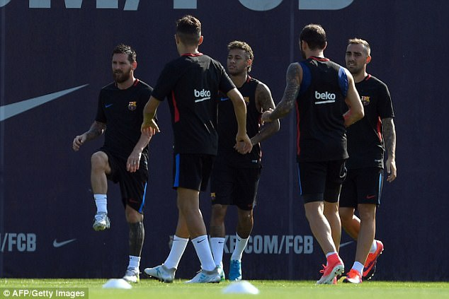 Messi tro lai tap luyen chuan bi cho tran doi no Juve hinh anh 3