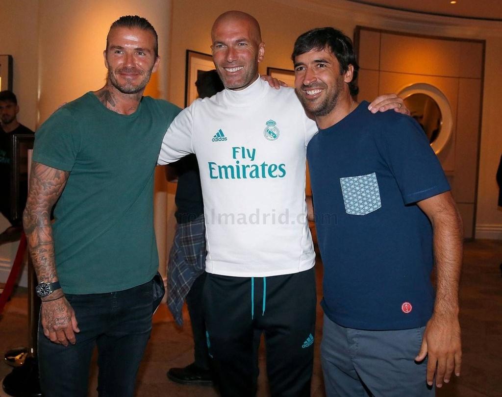David Beckham hoi ngo voi Zidane va Raul hinh anh 1