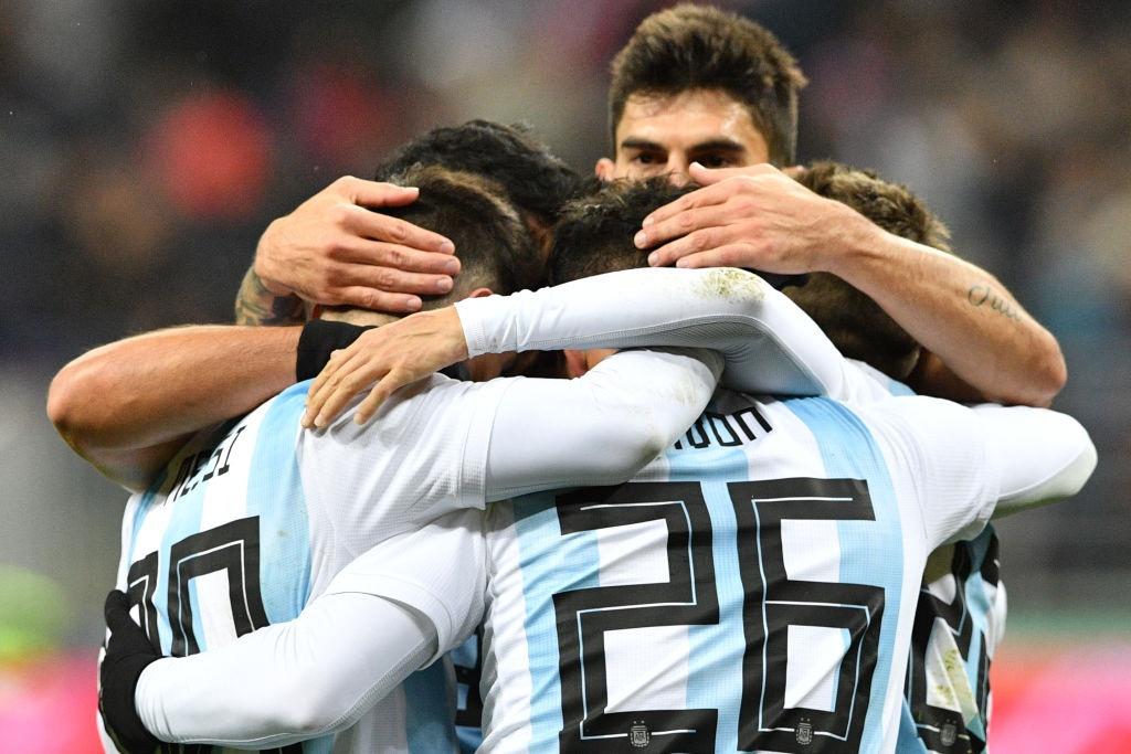 Messi bat luc, Argentina van thang chu nha World Cup 2018 hinh anh 4