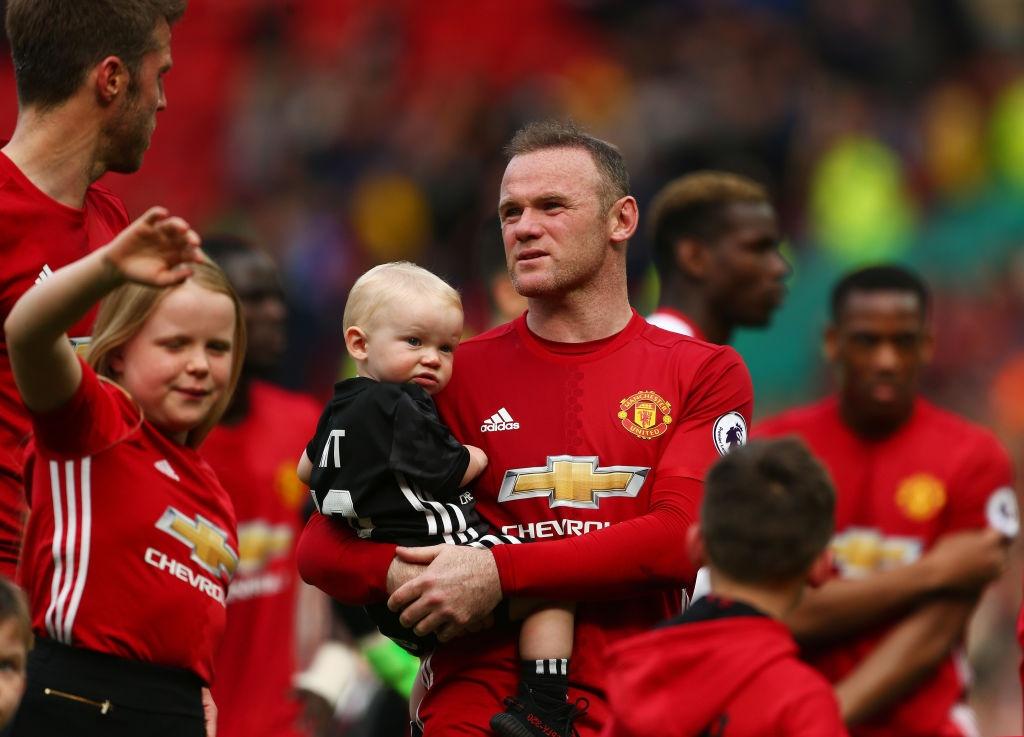 Nhung 'vua pha luoi' o derby Manchester hinh anh 2