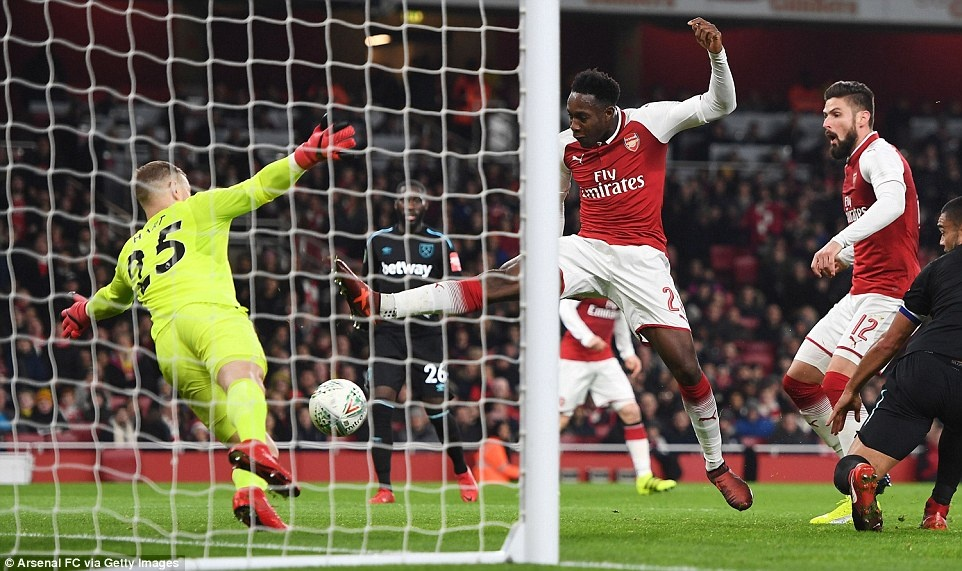 Welbeck dua Arsenal vao ban ket League Cup anh 1