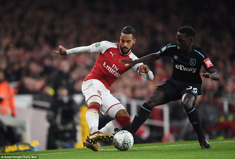 Welbeck dua Arsenal vao ban ket League Cup anh 10
